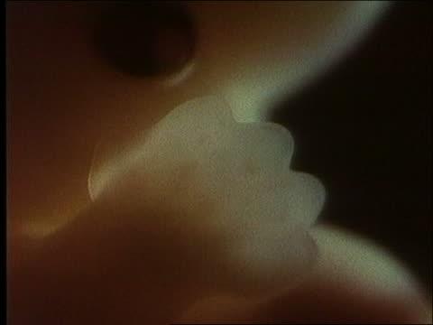 vídeos de stock e filmes b-roll de microscopic - extreme close up of human embryo's hand + retina / first days of life - retina