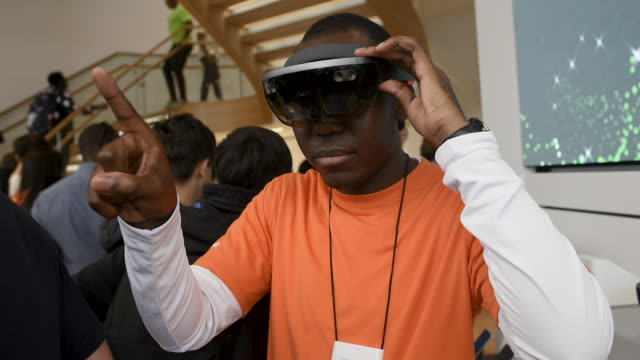 microsoft employees operate vr headsets at the microsoft store opening on july 11, 2019 in london, england. microsoft opened their first flagship... - electrical equipment stock videos & royalty-free footage
