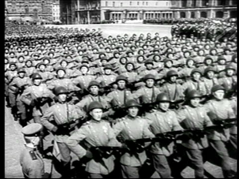 mid 1940s high angle soviet troops marching thru red square / moscow / newsreel - soviet military stock videos & royalty-free footage