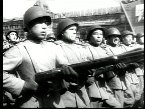B/W mid 1940s PAN Soviet troops marching thru Red Square / Moscow / newsreel