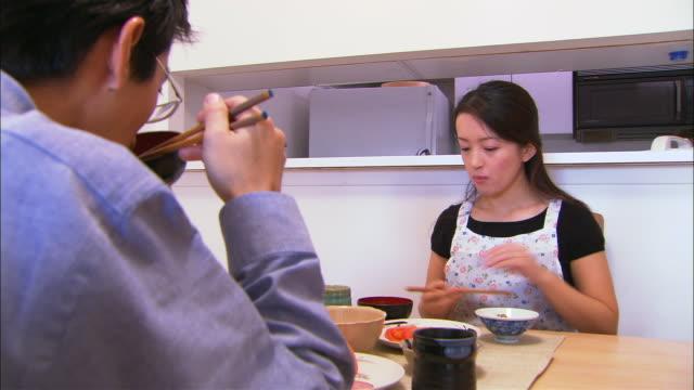 cu, mid adult couple having washoku style breakfast - 台所点の映像素材/bロール