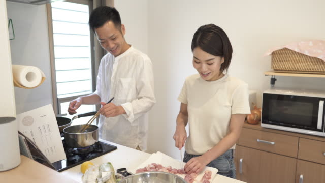 vídeos y material grabado en eventos de stock de mid adult japanese couple in preparing food in the kitchen - casados
