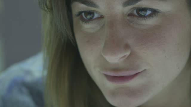 """vídeos de stock e filmes b-roll de """"mid adult woman, close-up"""" - só uma mulher de idade mediana"""