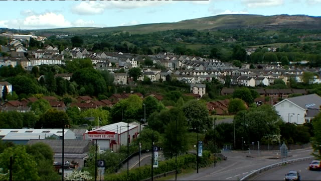 merthyr tydfil: ext high angle view town and hills beyond various general views teenager/youths skateboarding and rollerblading in skate park - mid wales stock videos & royalty-free footage