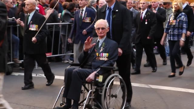 mid panning shot of war hero in parade. australians commemorate anzac day on april 25, 2013 in various cities, australia mid panning shot of war hero... - anzac day stock videos & royalty-free footage