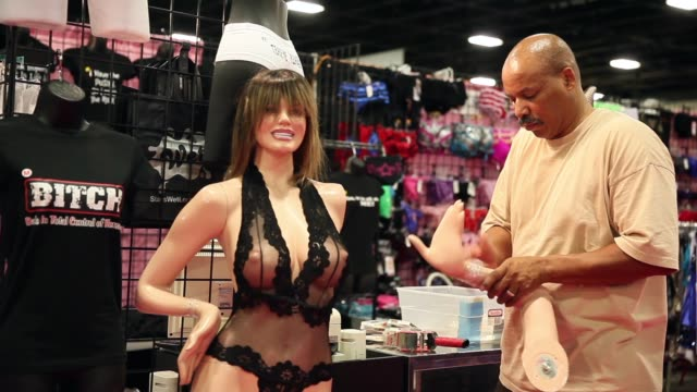 vidéos et rushes de mid shot exxotica expo member sets up merchandise adult industry stars and exhibitors gather for trade show on may 31 2013 in fort lauderdale florida - pornographie