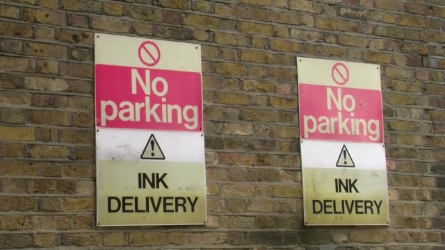 """mid shot, """"no parking! ink delivery"""" sign outside of former news of the world offices. news of the world office exterior in wapping, london on august... - no parking sign stock videos & royalty-free footage"""
