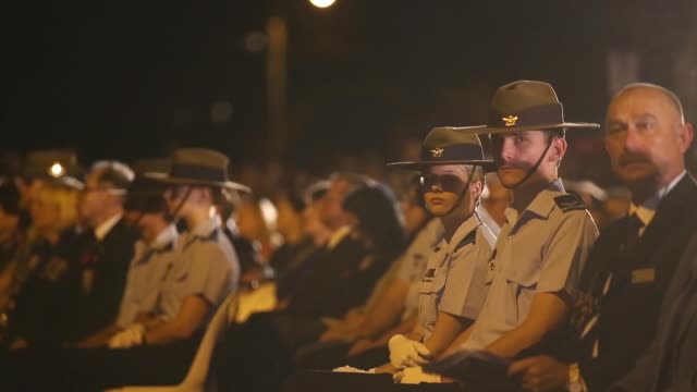 mid shot of soldiers and listening to speech. australians commemorate anzac day on april 25, 2013 in various cities, australia mid shot of soldiers... - anzac day stock videos & royalty-free footage