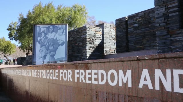 vídeos de stock e filmes b-roll de mid shot of the july 16 monument which commemorates the soweto uprising by the youth of soweto on july 16 1976 concern for nelson mandela continues... - soweto