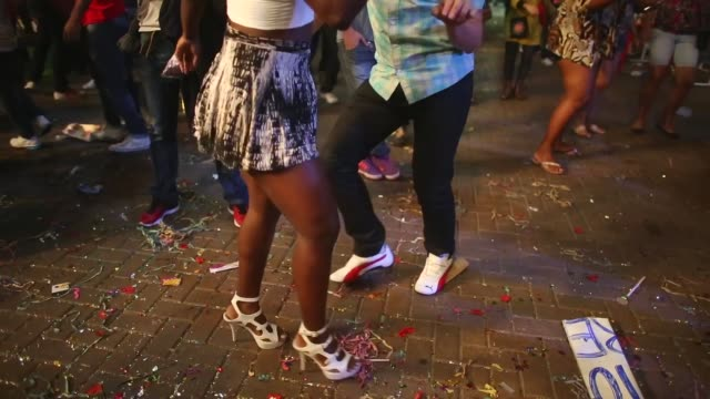 mid shot, people dance outside the ceremony venue. contestants for queen perform at the ceremony deciding rio's 2014 carnival queen and king in the... - spielkandidat stock-videos und b-roll-filmmaterial