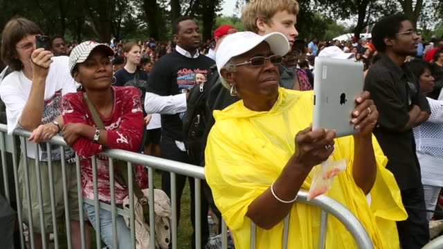 stockvideo's en b-roll-footage met mid shot people listen to us president barack obama address the event 'let freedom ring commemoration and call to action' honoring the 50th... - 50 jarig jubileum