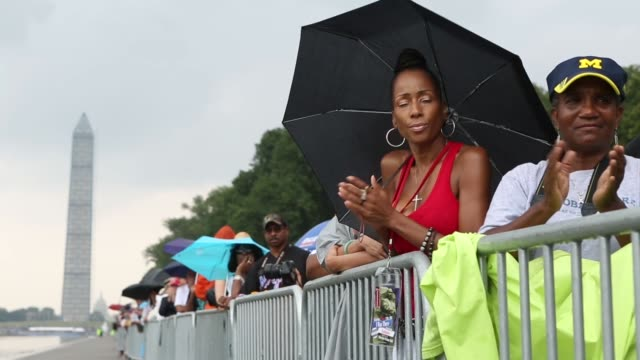 stockvideo's en b-roll-footage met mid shot people watching president obama giving a speech thousands of people gather along the reflecting pool on the national mall to listen to... - 50 jarig jubileum