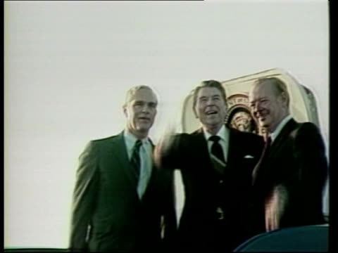 mid term elections / ronald reagan campaigns for candidates us president ronald reagan off plane and waving from top of steps reagan arrival on air... - ronald reagan präsident der usa stock-videos und b-roll-filmmaterial