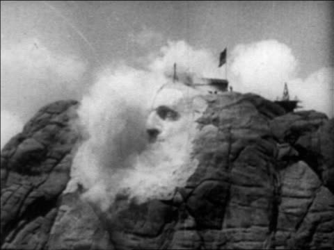 vídeos y material grabado en eventos de stock de b/w mid1930s low angle blasting rock in construction of mt rushmore / south dakota / newsreel - explosivo