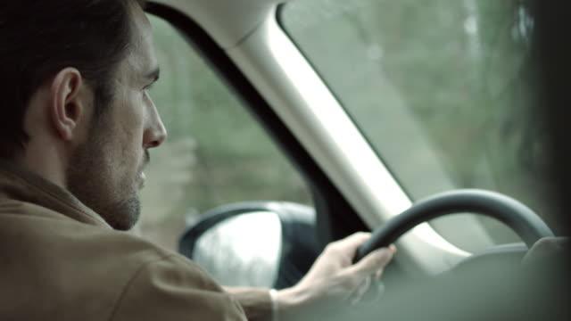 Mittleren Alter Mann mit dem Auto