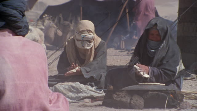 cu, zi, tu, td, middle east, women baking flatbread in desert camp - remote location stock videos and b-roll footage