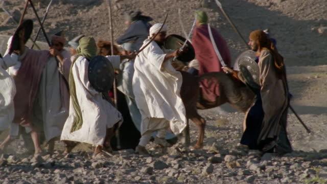 slo mo ws reenactment middle eastern warriors sword fighting during battle / iran - galoppera bildbanksvideor och videomaterial från bakom kulisserna