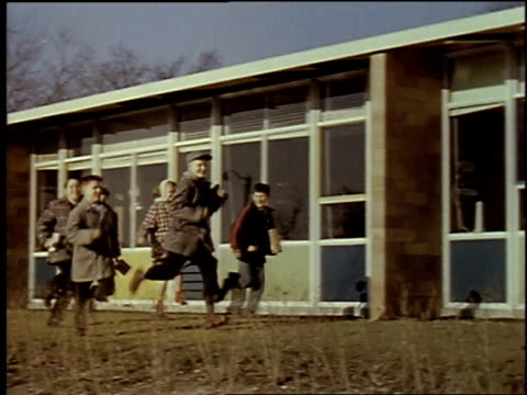 1957 montage middle school / new york city, new york, united states - side view点の映像素材/bロール