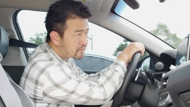 middle-aged man smelling car's air conditioner - 悪臭点の映像素材/bロール