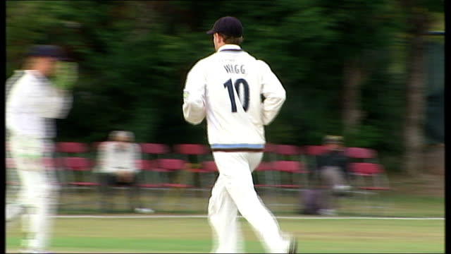 middlesex cricket team playing match and scores on board - channel 4 news stock videos & royalty-free footage