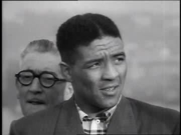 middleweight champion randy turpin being interviewed upon his arrival in new york city from united kingdom / new york, united states - 1951 bildbanksvideor och videomaterial från bakom kulisserna