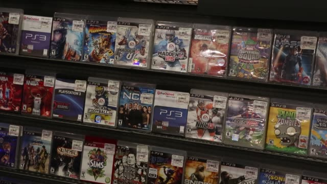 Midnight release of Electronic Arts Inc's Battlefield 4 video game outside a GameStop Corp store in West Hollywood California US Customers browse...