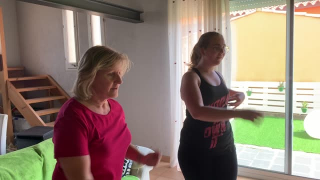 midsection video of mother and daughter learning zumba during the lockdown - salsa stock videos & royalty-free footage