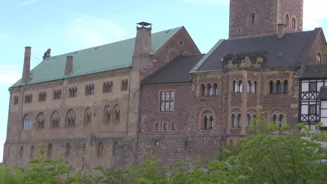 midshot wartburg castle - 宗教的指導者 マルティン・ルター点の映像素材/bロール