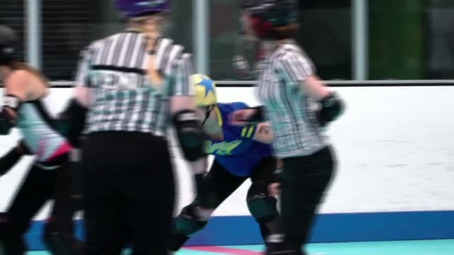 donald trump puts immigration at heart of his campaign; usa, arizona, tuscon; group of women playing roller derby, various shots of roller skates and... - スコアボード点の映像素材/bロール