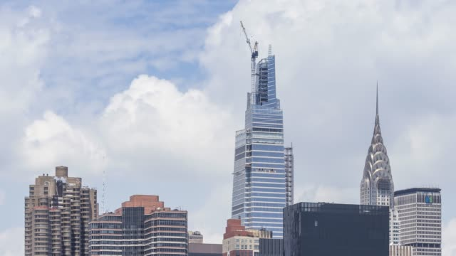 stockvideo's en b-roll-footage met midtown manhattan cloud time lapse - new york - metlife building
