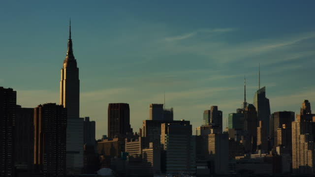 t/l midtown manhattan day-to-night / new york city - greenpoint brooklyn stock videos & royalty-free footage