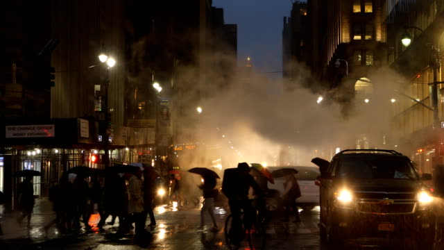 midtown manhattan rainy and steamy street scene - twilight stock videos & royalty-free footage