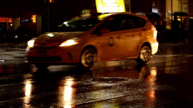 Midtown Manhattan regnerischen Straßen in New York City