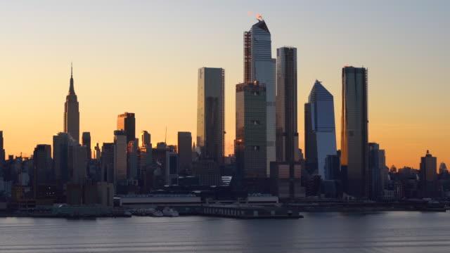 vídeos y material grabado en eventos de stock de ms midtown manhattan rascacielos al amanecer / nueva york, estados unidos - empire state building
