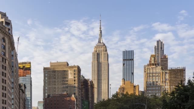 vídeos y material grabado en eventos de stock de midtown manhattan time lapse - new york - empire state building