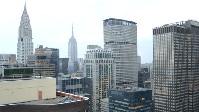 stockvideo's en b-roll-footage met midtown - new york city - fast motion time lapse - metlife building