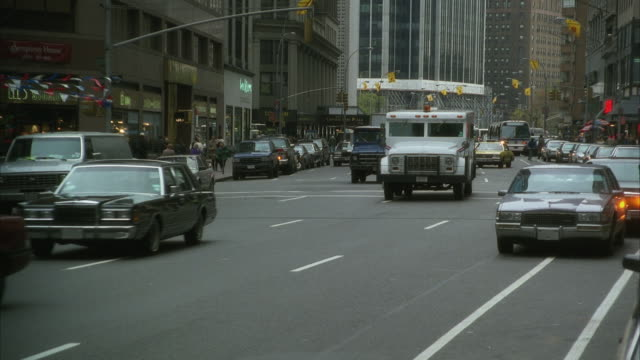 ws pan midtown traffic including various cars and cabs / manhattan, new york, usa - anno 1994 video stock e b–roll
