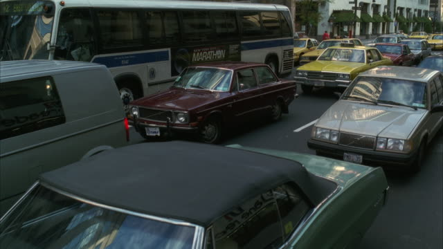 ws midtown traffic jam - anno 1994 video stock e b–roll
