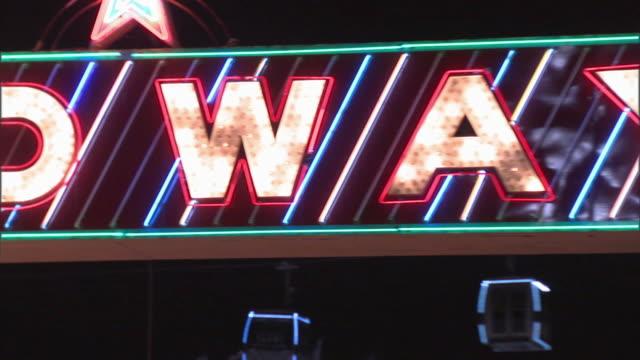 cu zo ws midway neon sign in amusement park at night, dallas, texas, usa - fahrkartenschalter stock-videos und b-roll-filmmaterial