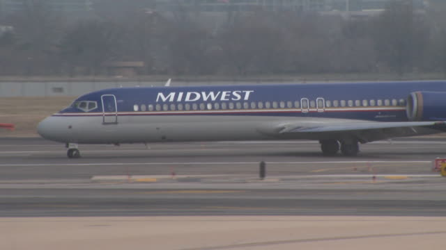 midwest boeing 717 taxiing along tarmac at reagan national airport / arlington virginia united states - taxiway stock videos & royalty-free footage