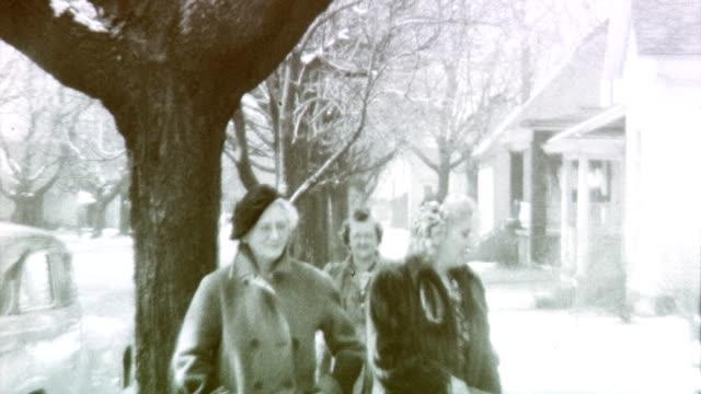 vídeos y material grabado en eventos de stock de midwest family on february 01 1942 in licolnwood illinois - uniforme militar