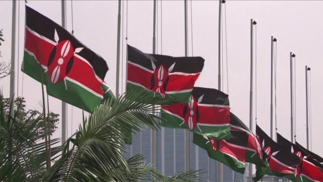 mientras kenia comenzaba este miercoles un dueno nacional tras el ataque a un centro comercial en nairobi el grupo islamista que reivindico el asalto... - luto stock videos and b-roll footage