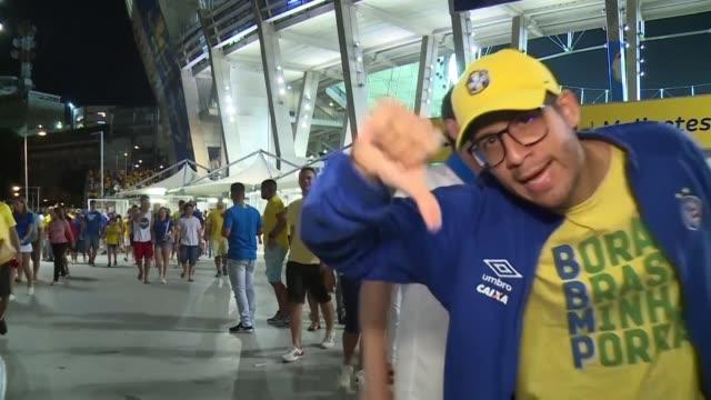 vídeos de stock e filmes b-roll de mientras los venezolanos apla|udieron el empate 0-0 la noche del martes ante la anfitriona brasil por la copa america los locatarios reaccionaron con... - var