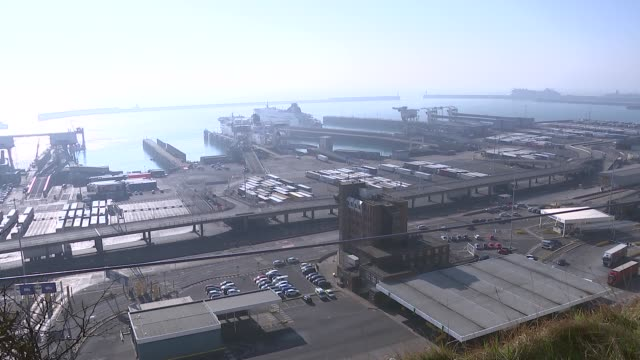 port of dover gvs england kent dover ext people watching from hillside / gvs port of dover lorries and ships / po ferry arriving / cliffs at dover... - refugee stock videos & royalty-free footage