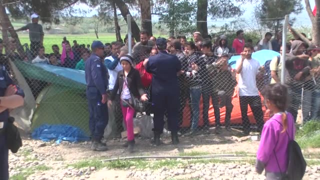 migrants and refugees demanding the opening of the border between greece and macedonia scuffle with police near the makeshift refugee camp in the... - 対決点の映像素材/bロール