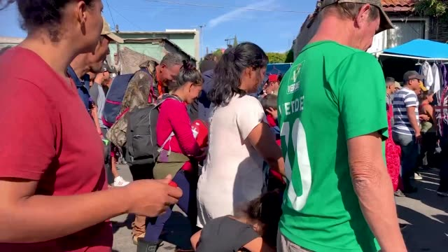 migrants from the 'migrant caravan' march before making their way around a police blockade toward the usmexico border fence on november 25 2018 in... - tijuana stock videos & royalty-free footage