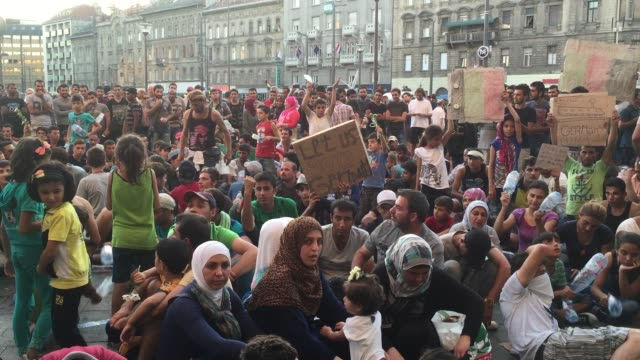 migrants gather in front of keleti station in central budapest on september 1, 2015 in budapest, hungary. the station was closed today and was said... - budapest stock-videos und b-roll-filmmaterial