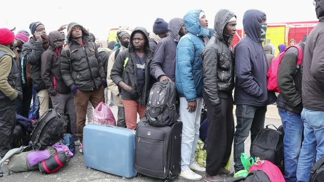 vidéos et rushes de migrants standing in queue at the jungle migrant and refugee camp on october 21, 2016 in calais, france. police and officials in france are preparing... - lieux géographiques