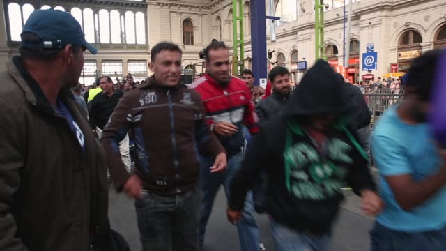 stockvideo's en b-roll-footage met migrants wait for a to a train bound for the austrian border at the keleti railway station on september 9 2015 in budapest hungary migrants in... - oostenrijkse cultuur