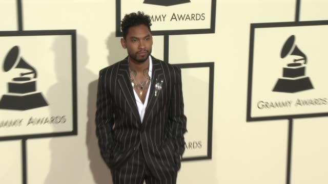 stockvideo's en b-roll-footage met miguel at the 58th annual grammy awards® arrivals at staples center on february 15 2016 in los angeles california - 58e grammy awards